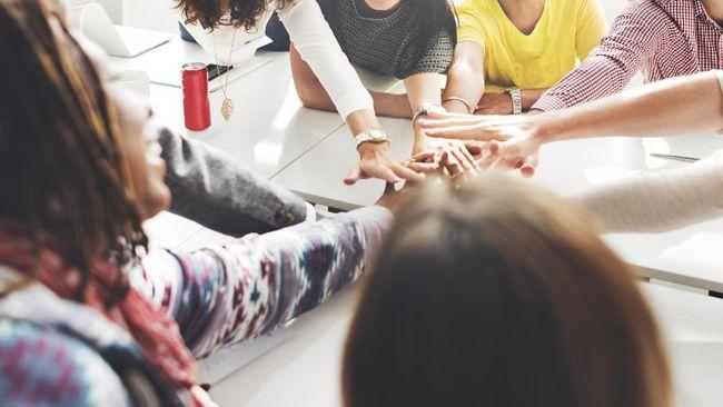 Ada beberapa cara untuk memotivasi tim agar solid dan memiliki mentalitas yang kuat sehingga perusahaan berkembang dengan baik.