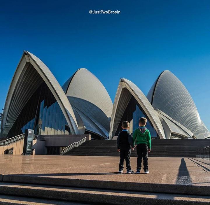 Dari umur 11 bulan, kakak adik bernama Preston dan Parker ini udah menjelajahi banyak negara. Wow, keren!
