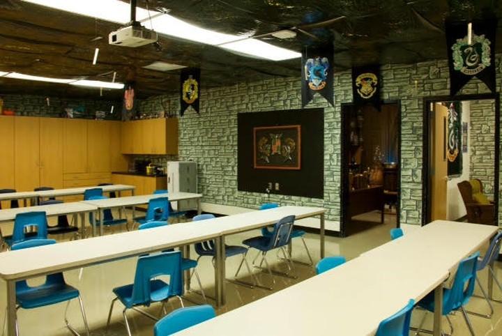 Ruang kelas yang satu ini disulap jadi Hogwarts, sekolahnya Harry Potter. Gimana tampilannya?