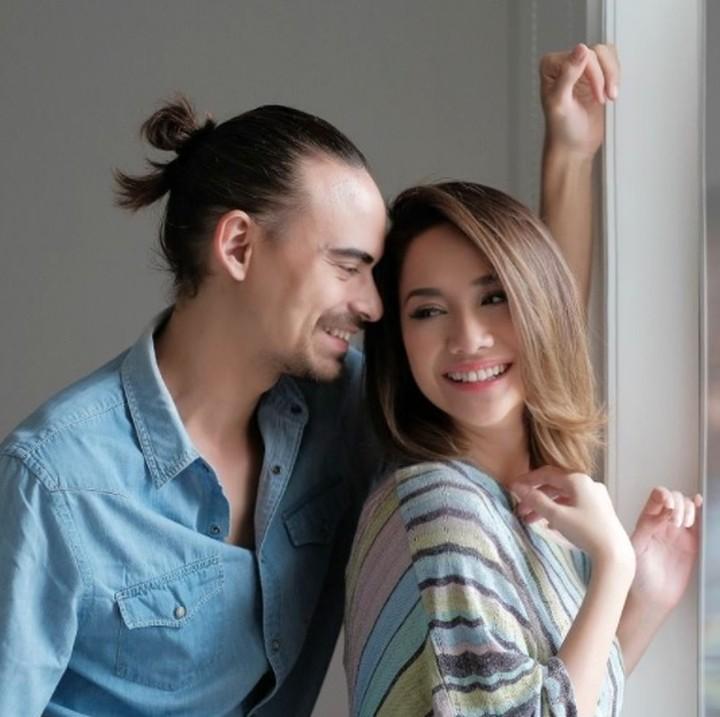 Pasangan ini selalu jadi 'relationship goals' karena selalu romantis dan jarang diterpa gosip.