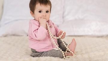 4 Hal yang Perlu Dilakukan Saat Anak Masukkan Benda Asing ke Mulut
