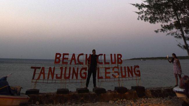 Setelah tsunami Selat Sunda terjadi, Kemenpar menyetop sementara promosi wisata Tanjung Lesung yang masuk daftar '10 Bali Baru'.