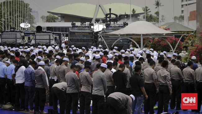 Mantan Mendagri Syarwan Hamid dan mantan Ketua MPR Amien Rais akan menyampaikan resolusi aksi 299 dan petisi 1000 ormas menolak Perppu.