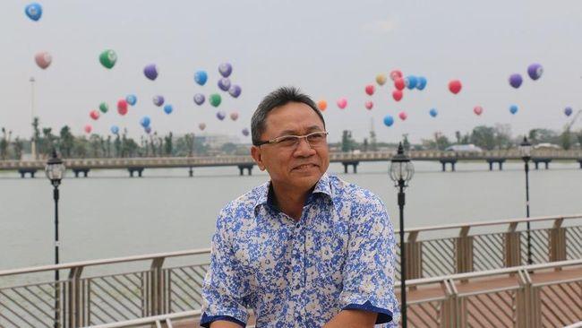 Zulkifli Hasan telah meninjau langsung pembangunan kota modern Meikarta di Bekasi dan memuji konsep modern pembangunan berskala raksasa tersebut.