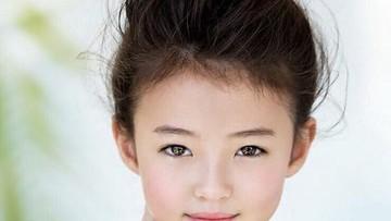 Cantiknya Gadis 8 Tahun yang Senang Bergaya Ini