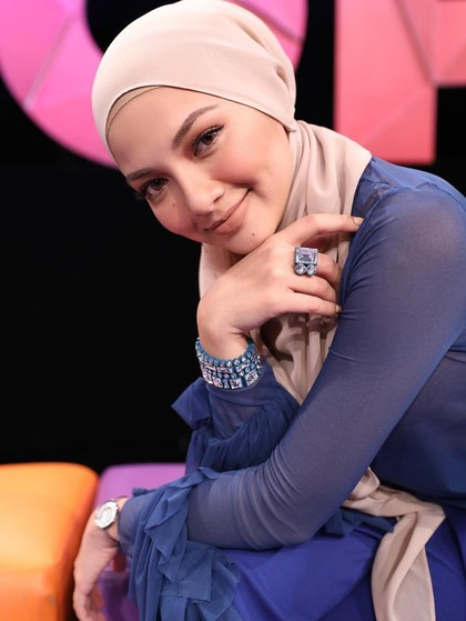 Aktris Malaysia Ini Kaprikornus Brand Ambassador Berhijab Pertama Lancome
