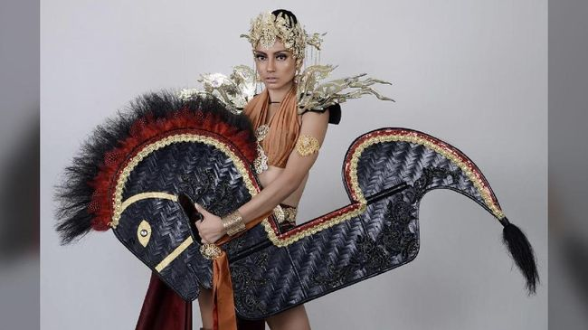 Mengenakan Kuda Lumping sebagai National Costume untuk ajang Miss Grand Internasional 2017, Malaysia menuai banyak kecaman.