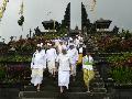 Pastikan Kondisi Bali Aman, Menpar Datangi Pura Besakih