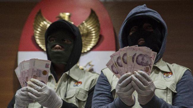 Pemulihan keuangan negara berasal dari denda, uang pengganti, hingga barang rampasan dari hasil pengusutan kasus korupsi sejak 2005 hingga Juli 2017.