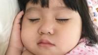 <p>Sekalipun lagi tidur, kadar nggemesinnya Munel nggak berkurang. Hi-hi-hi. (Foto: Instagram/babymoonella)</p>