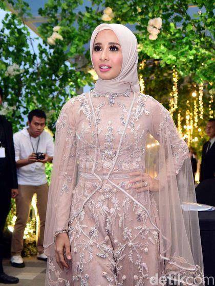 Fakta di Balik Hijab Laudya Cynthia Bella yang Super Simpel Saat Resepsi