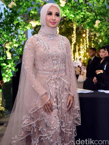 Lagi, Netizen Kritik Penampilan Laudya Cynthia Bella di Pesta Pernikahan