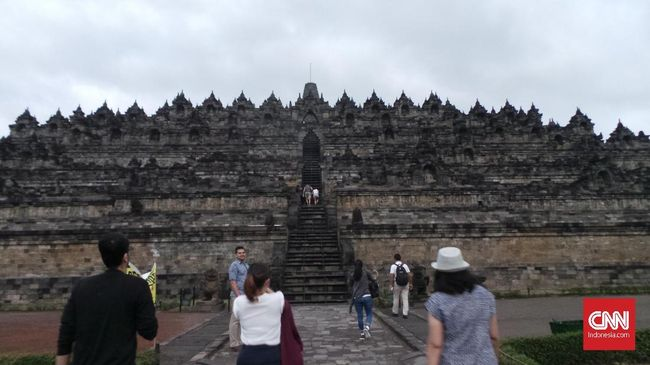 Dua wisatawan Indonesia yang akan berkunjung di kawasan Borobudur dinyatakan positif Covid-19 setelah menjalani tes swab.