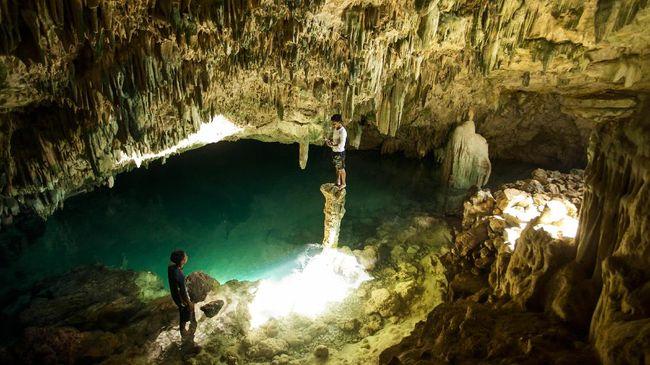 Wisata ke kawasan perut bumi juga jadi wisata yang menarik di Indonesia.
