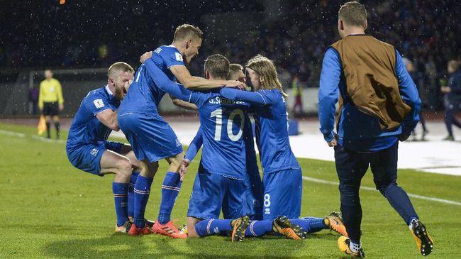 Islandia menjadi negara terkecil yang pernah lolos ke Piala Dunia. Skuat arahan Heimir Hallgrimsson akan tampil di Rusia pada tahun depan.