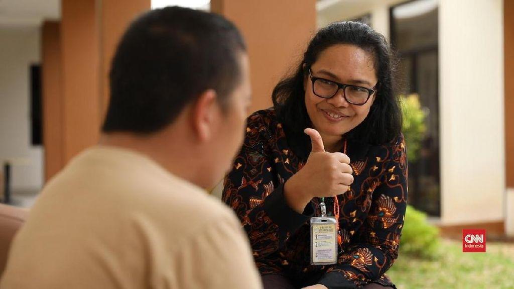 Pasien Gangguan Jiwa dan Cerita Kesabaran Perawat Evi