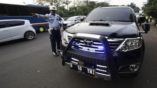 Mobil Pelat Hitam RFS Pakai Rotator Pasti Ditilang Polisi