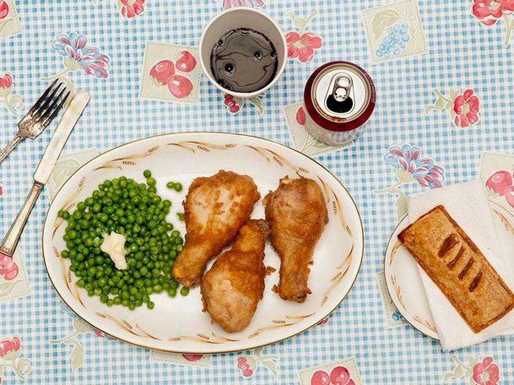 Santapan terakhir Teresa Lewis mirip menu untuk anak kecil. Berupa fried chicken, kacang polong dengan mentega, apple pie dan minuman Dr Pepper. Foto: Mirror