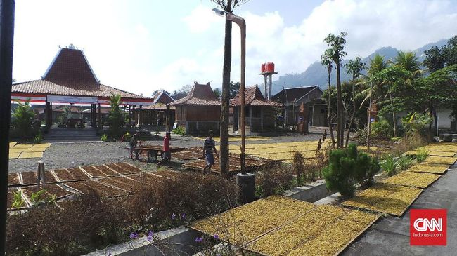 Desa Rambipuji memiliki sejumlah potensi wisata yang kini mulai berbenah, seperti Gumuk Gong dan Gumuk Dempet