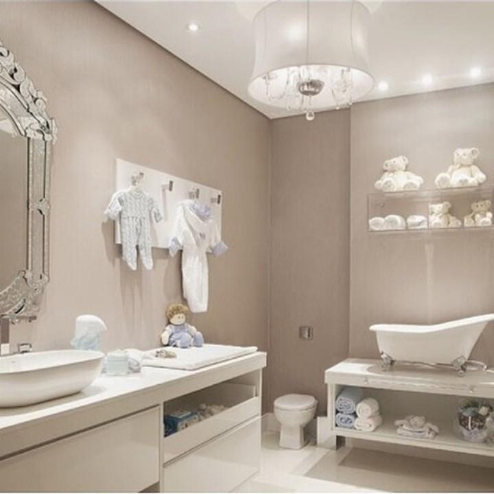 Mungkin referensi dekorasi untuk kamar mandi ini bisa dicoba biar si kecil semangat mandi.