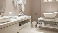 <p>Biar anak nggak rewel diajak mandi mungkin kita bisa sedikit mengubah tampilan kamar mandi, Bun. (Foto: Instagram/aocuboarquitetura)</p>