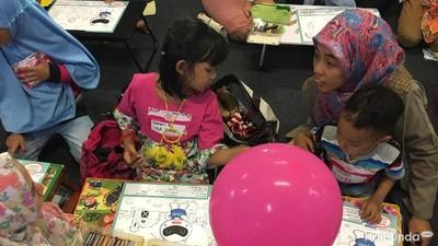 Keseruan Bunda dan si Kecil Mewarnai Bareng di Festival Bunda Happy