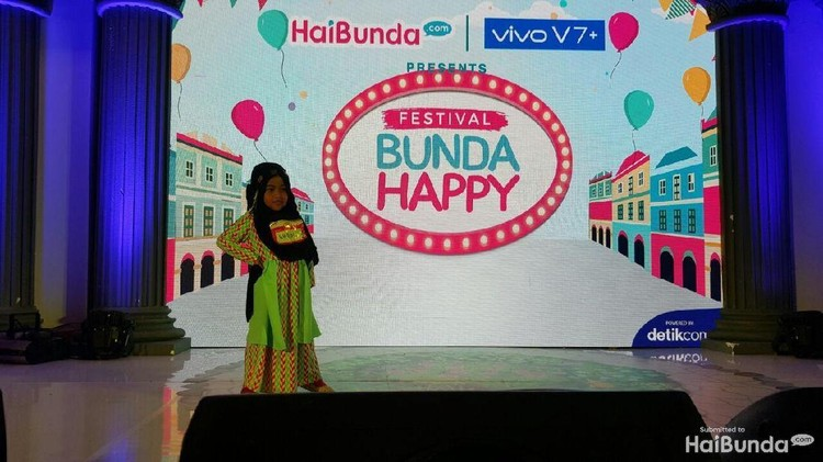 Gadis-gadis cilik ini ikut kontes Hijab Hunt Kids di Festival Bunda Happy. Cantik-cantik banget.