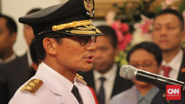 Wagub DKI Sandiaga Uno mengaku mengalami penurunan pendapatan setelah menjadi pejabat di ibu kota karena gajinya dihibahkan.