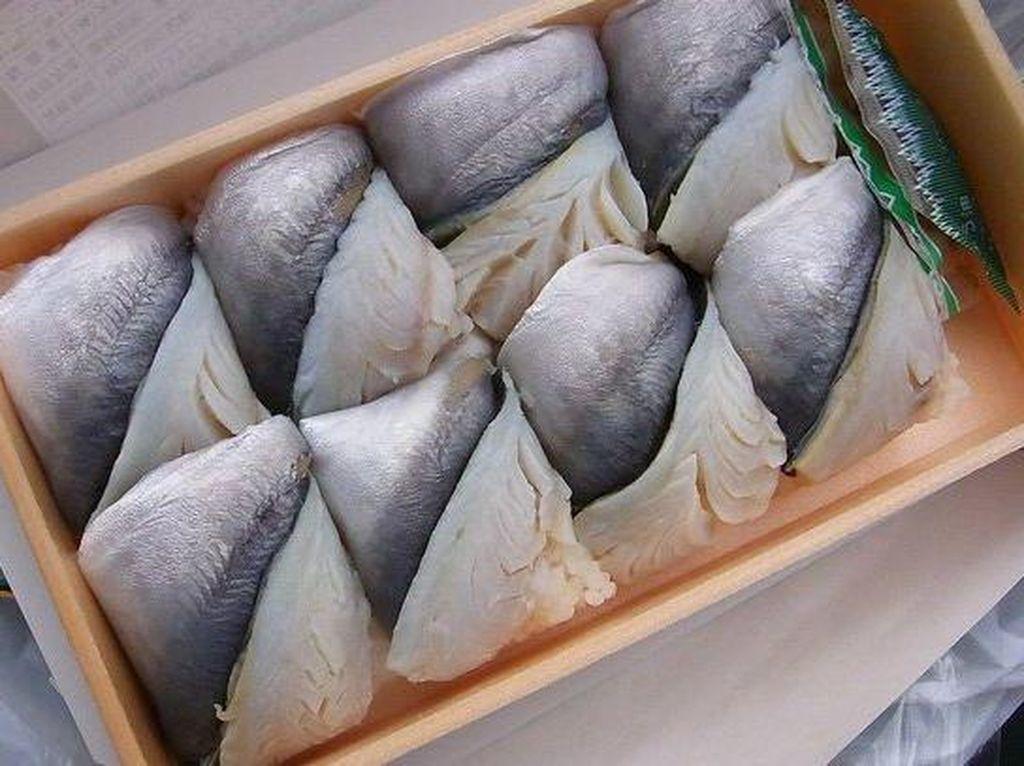 Horse mackerel (aji) biasa dibuat ikan goreng, sushi atau oshizushi.