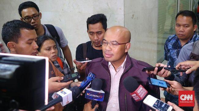 Ketua DPD Gerindra Banten Desmond Mahesa mengatakan dinasti politik tidak dilarang tetapi harus berkontribusi kepada masyarakat.