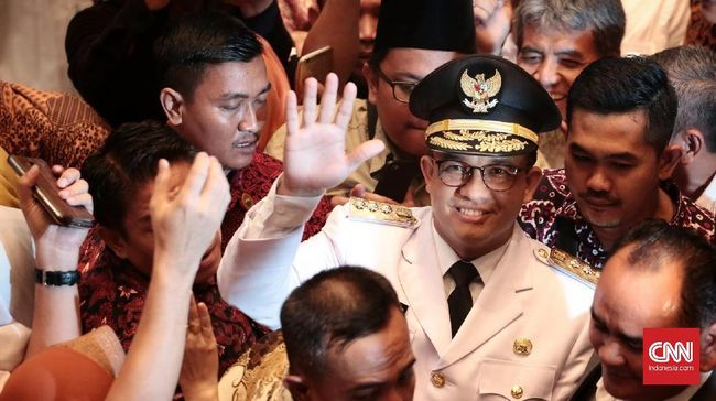 Jelang Hari Santri Nasional, 22 Oktober nanti, Anies menerima bendera PBNU sebagai simbol kepercayaan NU terhadap Anies dalam memajukan santri di Jakarta.