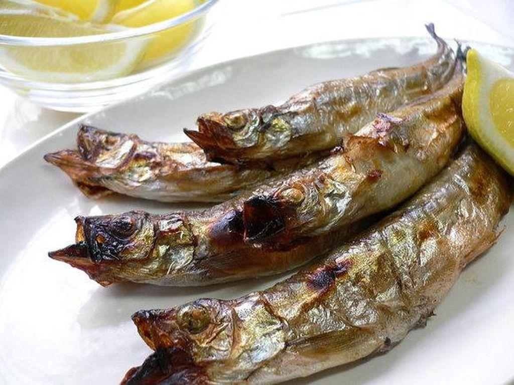 Shisamo masuk ke dalam 10 ikan yang disukai orang Jepang. Sekitar 1/3 responden menyukainya. Biasanya shisamo ditemui di izakaya dalam bentuk ikan panggang utuh. Enak disantap bersama lemon dan garam.