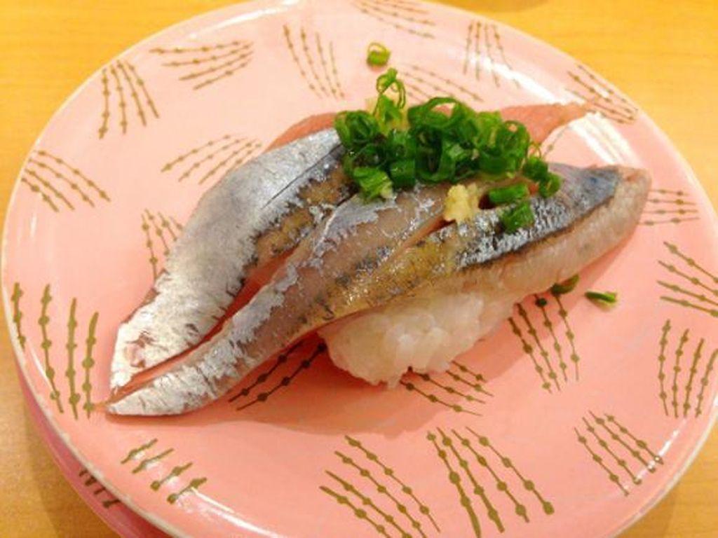 Pacific saury (sanma) termasuk ikan yang mudah diolah. Kebanyakan dijadikan ikan panggang.