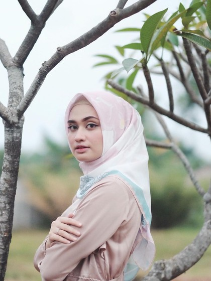 Mengenal Kerudung Voal yang Tren dan Kaprikornus Favorit Hijabers Indonesia