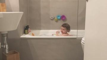 Batas Usia Tepat untuk Ayah Memandikan Anak Perempuan