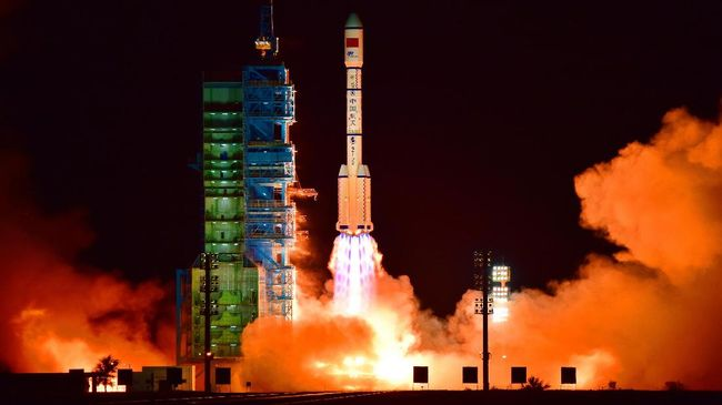 China's Tiangong 2 space lab is launched on a Long March-2F rocket from the Jiuquan Satellite Launch Center in the Gobi Desert, in China's Gansu province, on September 15, 2016.