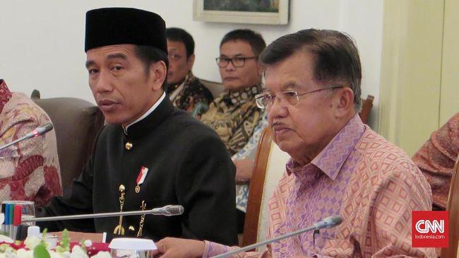 Jokowi mengingatkan agar masyarakat menyaring konten-konten di dunia maya, karena dia melihat adanya fenomena mengkafirkan orang.