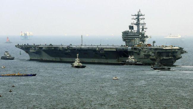 US nuclear-powered aircraft carrier USS Ronald Reagan departs the Yokosuka naval base in Yokosuka, Kanagawa prefecture on September 8, 2017. / AFP PHOTO / JIJI PRESS / STR / Japan OUT
