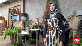 Cerita Haru Dian Pelangi Usai 'Paris Fashion Week for Peace'