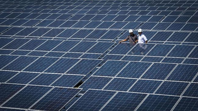 Berdasarkan Rancangan Peraturan Menteri ESDM, harga energi listrik yang dihasilkan PLTS Atap jauh lebih murah dibandingkan harga listrik yang dibeli dari PLN.