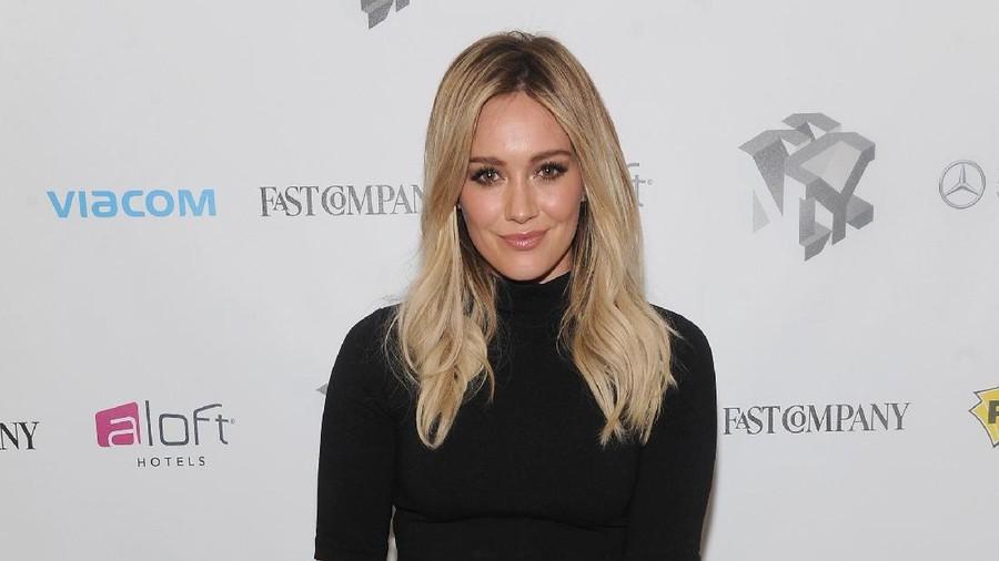Cerita Hilary Duff Dikritik karena Makan Sushi Saat Hamil