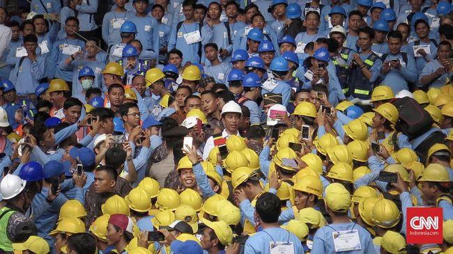 Dunia usaha mendukung rencana pemerintah untuk menerbitkan payung hukum mengenai izin kerja bagi tenaga asing di Indonesia.