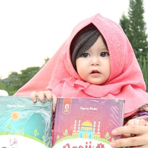 Foto: Gemas! Ini Naura Alaydrus, Bayi 1 Tahun yang Populer karena Berhijab
