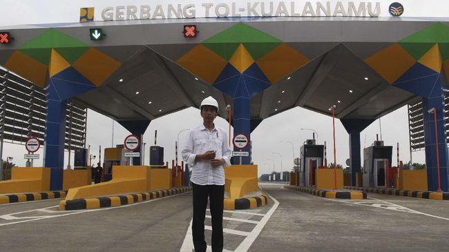 Presiden Joko Widodo menyatakan penurunan tarif tol dapat diberlakukan akhir bulan. Saat ini, aturan mainnya masih menunggu tanda tangan Jokowi.