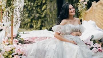 Foto-foto Kehamilan Titi Kamal: Seperti Bidadari