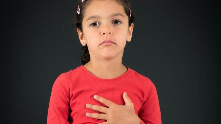 Gejala penyakit jantung bawaan bisa dikenali sejak dini lho, Bun. Kayak apa sih?