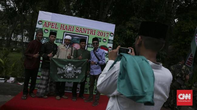 Ribuan santri memeriahkan perayaan Hari Santri Nasional 2017 di Tugu Proklamasi, Jakarta Pusat, Minggu, sekaligus pameran budaya Lesbumi NU.