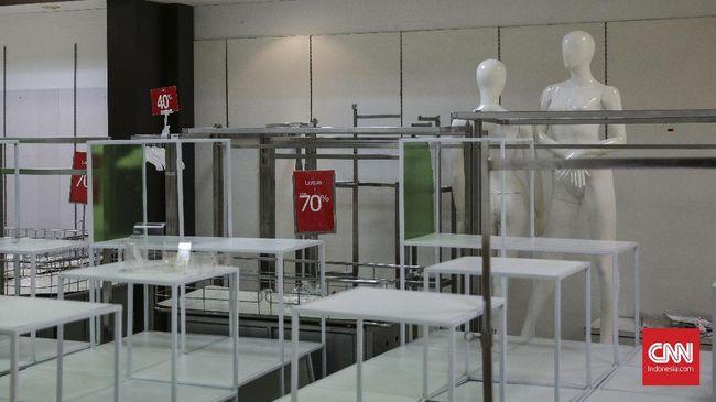 Lembaga survei Nielsen menyebut, faktor utama tutupnya sejumlah gerai departement store berkaitan dengan semakin maraknya toko online (e-commerce).