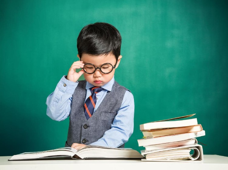 Apakah anak kita termasuk yang memiliki kecerdasan intelektual di atas rata-rata? Bisa disimak tanda-tandanya berikut ini ya, Bun.