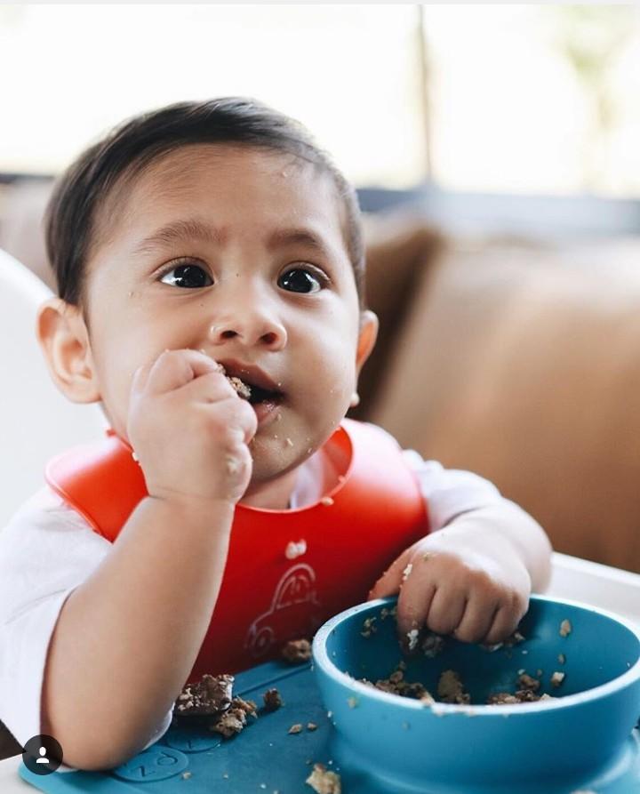 Tahu Kawa kan Bun? Ya, dia adalah putra semata wayang penyanyi Andien. Kalau Kawa sedang makan, bikin banyak orang ngiler, deh.